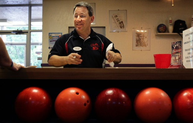 bowling-alley-worker